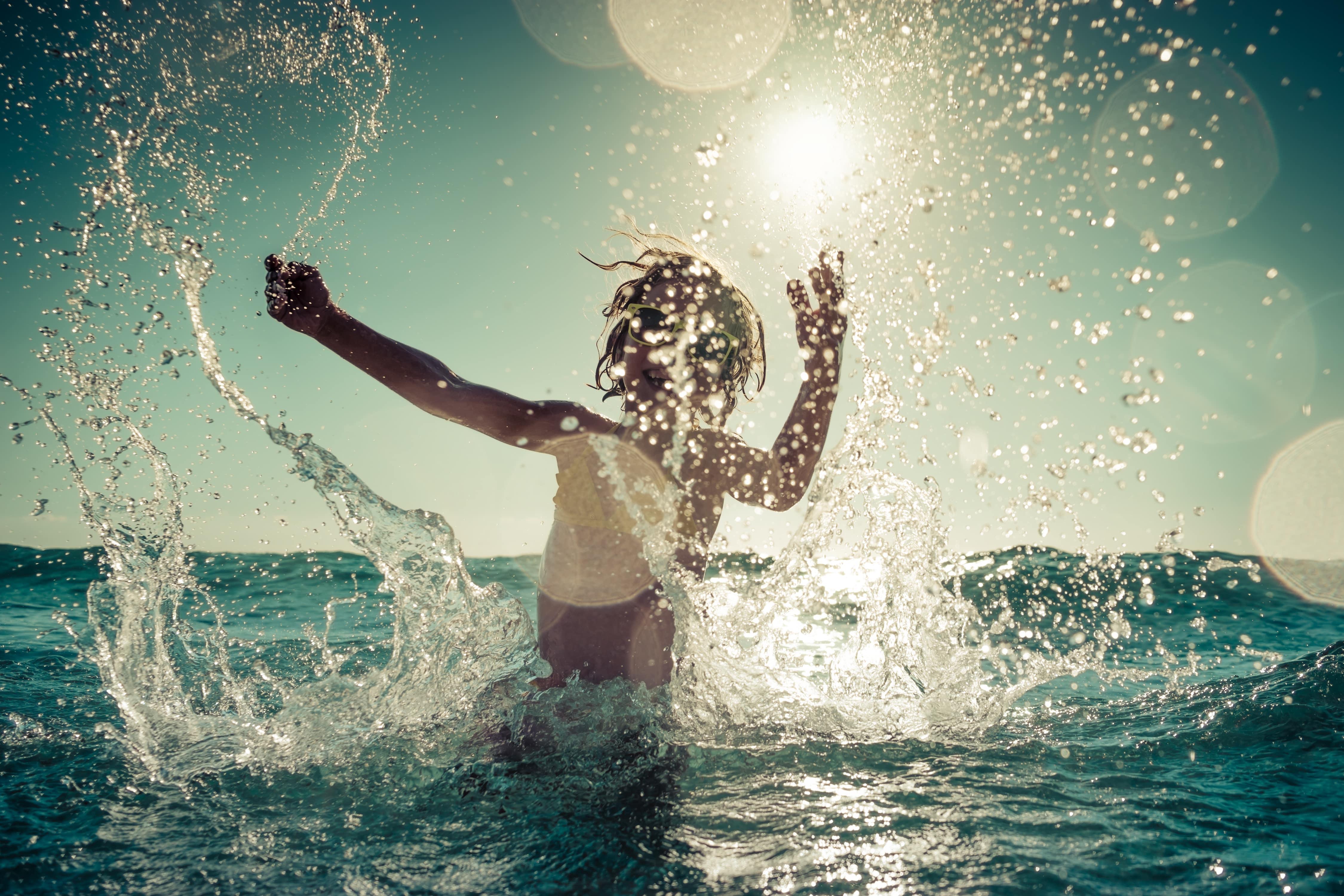 visuel représentant une baignade d'enfant